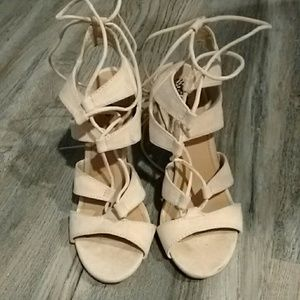 Mossimo lace up heels tan 7.5